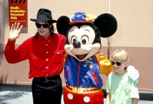 Michael-With-Macaulay-Culkin-And-Mickey-Mouse-Back-In-1991-michael-jackson-33747598-414-282