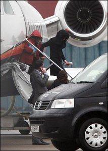 Τρίτη 3 Μαρτίου 2009. Ο Μάικλ Τζάκσον φτάνει στο αεροδρόμιο του Λονδίνου για την ανακοίνωση της τουρνέ This is it.