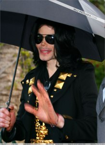 michael-and-his-children-leave-the-beverly-hills-hotel(410)-m-1 15 may