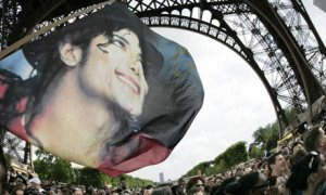 Michael-Jackson-fans-Paris France