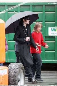 michael-with-his-2-children-prince-and-paris-are-seen-outside-a-studio(416)-m-1