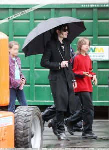 michael-with-his-2-children-prince-and-paris-are-seen-outside-a-studio(416)-m-2