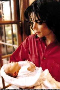 MJ-with-his-children-michael-jackson-16665509-680-1024
