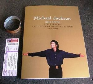 Michael_Jackson_Memorial_Program_wristband_and_ticket