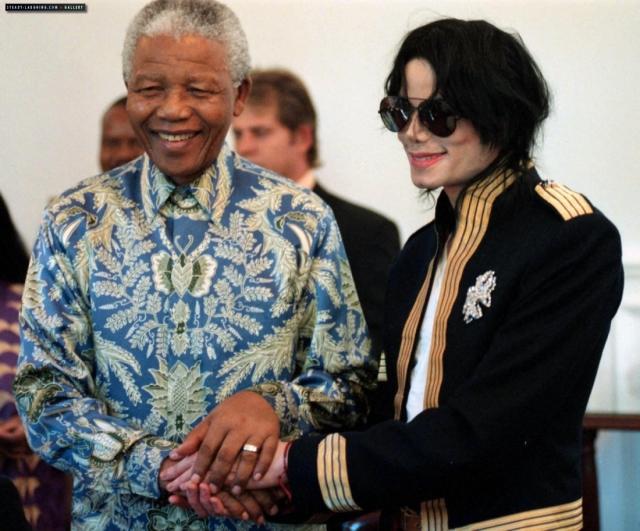 1999. Μια σημαντική στιγμή στη ζωή του Μάικλ Τζάκσον ήταν η συνάντησή του με τον Νέλσον Μαντέλα τον οποίο θαύμαζε και σεβόταν