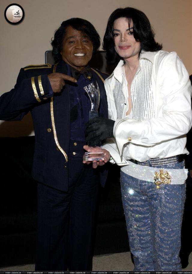 2003. Ο Μάικλ Τζάκσον, όταν ήταν παιδί, θαύμαζε τον Τζέιμς Μπράουν και τον χάζευε στην τηλεόραση. Το ότι συναντήθηκαν αρκετές φορές στη σκηνή ήταν τεράστια χαρά για εκείνον και, παρ'όλο που ξεπέρασε σε επιτυχία τον Τζέιμς Μπράουν, του φερόταν με σεβασμό και ταπεινότητα