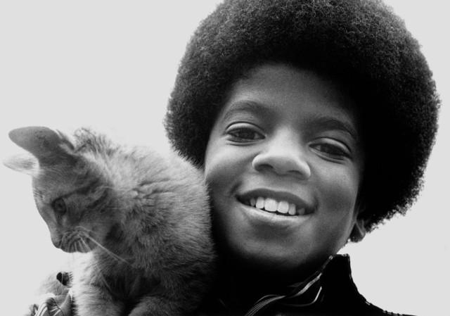 Το 1970. Ο Μάικλ Τζάκσον αγαπούσε από παιδί τα ζώα. Την αγάπη του για τα ζώα την κληρονόμησε από τον πατέρα του. UNSPECIFIED - CIRCA 1980:  Photo of Michael Jackson  Photo by Michael Ochs Archives/Getty Images