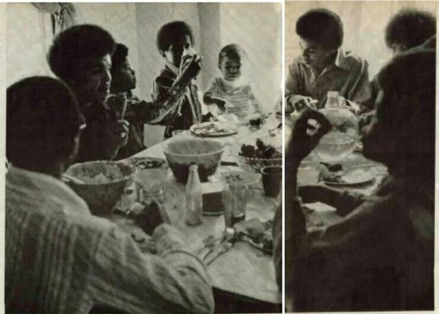 1970 οικογενειακή φωτογραφία. Από μικρός ήταν προστατευτικός με τους άλλους. Προσέξτε τη λεπτομέρεια με το παιδάκι που δίνει (μάλλον) νερό στο αδελφάκι του. Ναι, ο Μάικλ Τζάκσον είναι αυτός που φροντίζει το αδελφάκι