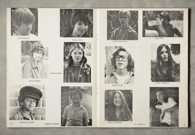 1971. Αναμνηστικές φωτογραφίες από το βιβλίο «μελών» του σχολείου του. Ο Μάικλ Τζάκσον και κάποιοι συμμαθητές του