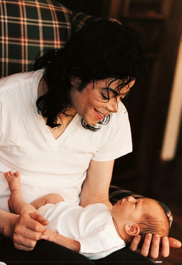 1997. Με το νεογέννητο γιο του Πρινς.