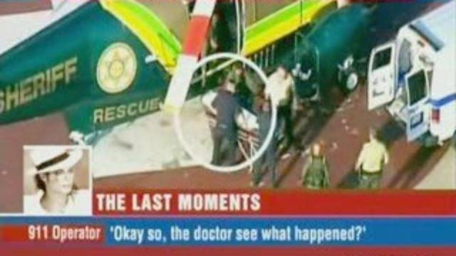 25 Ιουνίου 2009. Μια από τις πιο διαδεδομένες φωτογραφίες της μέρας που ο κόσμος συγκλονίστηκε από τον περίφημο θάνατο του Μάικλ Τζάκσον: το ελικόπτερο με τη σωρό του στο φορείο. Πολλοί λένε πως ούτε αυτή η φωτογραφία είναι γνήσια κι αυτό είναι ένα από τα επιχειρήματα όσων πιστεύουν πως δεν πέθανε στην πραγματικότητα.
