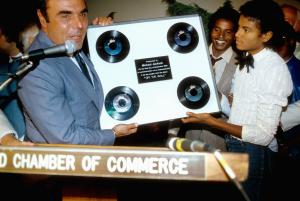 "LOS ANGELES - SEPTEMBER 3:  Michael Jackson receives an award for his 4 top ten singles from the album ""Off The Wall"" from the Hollywood Chamber of Commerce on September 3 1980 in Los Angeles, California. (Photo by Michael Ochs Archive/Getty Images)"