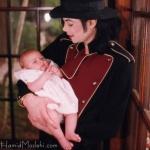 Ο Μάικλ Τζάκσον με την Πάρις μωρό