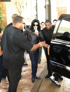 michael-takes-his-daughter-paris-on-a-shopping-spree-at-caesars-palace-in-las-vegas-for-her-ninth-birthday(279)-m-9