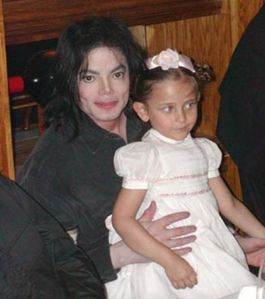 Photos-taken-from-TMZ-Michael-jackson-with-his-daughter-Paris