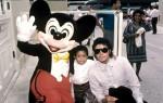 October-1984-Michael-Jackson-and-Emanuel-Lewis-at-Disney-World-michael-jackson