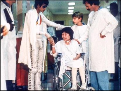 Ο Μάικλ Τζάκσον με τη θαυμάστριά του στο στο νοσοκομείο Brotman Medical Center