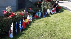 Η ελληνική σημαία στο χώρο αναπαύσεως του Μάικλ Τζάκσον Forest Lawn