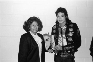 michael-jackson-and-mother-3