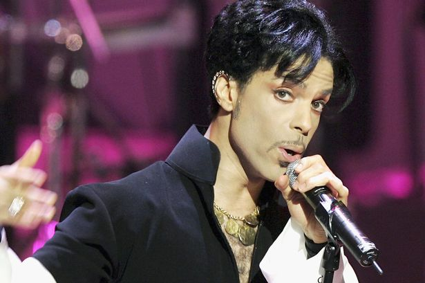 musician-prince-performs-onstage-at-the-36th-annual-naacp-image-awards