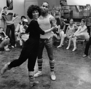Εδώ η Debbie Allen με τον Gene Anthony Ray στο ρόλο του Leroy