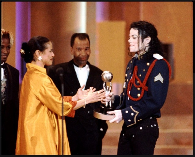 michael-jackson-debbie-allen-january-5-1994-26th-annual-ncaap