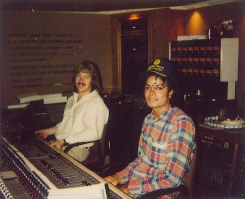 """Ο Μάικλ Τζάκσον στο στούντιο στο Encino, όταν ηχογραφούσε το """"Bad"""""""