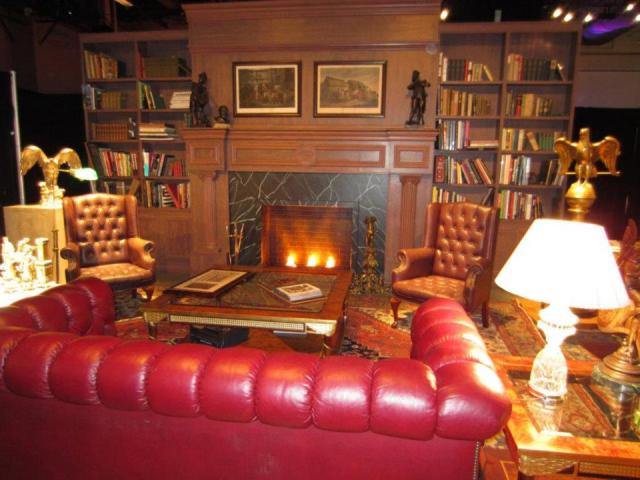 library-at-neverland-recreated-at-the-vegas-fanfest