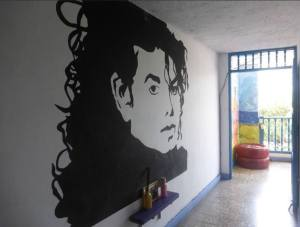 michael-jackson-roof-hostel-colombia