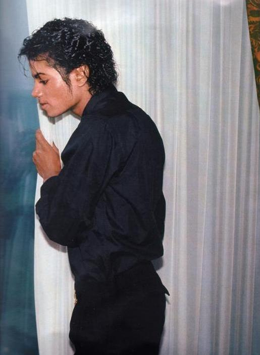 michael-behind-the-curtains